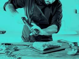 Cocinando en restaurante el cierzo